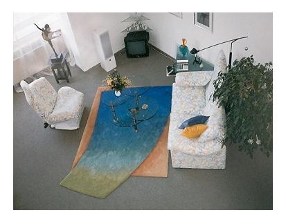 Ein Teppich ist das Zentrum eines Raumes.